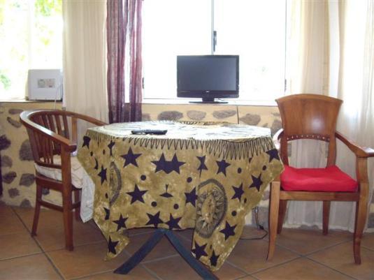 Salón acogedor del apartamento Kamasutra