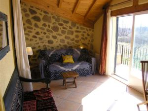 Salón del alojamiento vistas al jardín